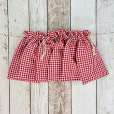 Baumwollbeutel - Bauernkaro rot - Set von sechs Baumwollbeuteln im Landhaus-Look mit Zugband.