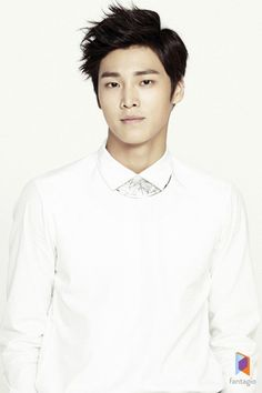 Rookie Lee Tae-Hwan to Star in MBC 'Pride and Prejudice' Actor group member Lee Tae-Hwan is starring in 'Pride and Prejudice.' He appears in the drama as a former Taekwondo athlete, Incheon. Baek Jin Hee, Choi Jin Hyuk, Cute Celebrities, Korean Celebrities, Cute Korean, Korean Men, Asian Actors, Korean Actors, Korean Dramas
