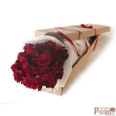 Букет из темно-алых роз