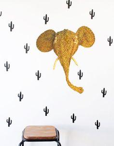 imaginación, esparto, artesanía y fibras naturales dan vida a estos diseños de cabecitas animales y cactus, no te los pierdas!! https://iluminoteca.com/cabezas-de-animales-y-decoracion-con-esparto-un-toque-muy-trendy/