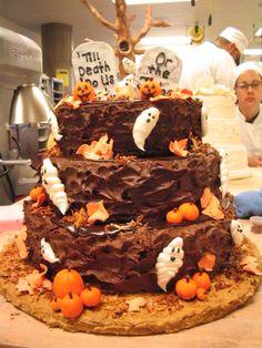 Google Image Result for http://4.bp.blogspot.com/_OpIqMQKClT8/TMUCCf9fBuI/AAAAAAAAAhc/rD-fi8e_6kE/s1600/HalloweenCake.jpg