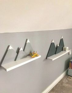 Gray White Mountain Shelf Handmade for Mountains for Kids and Babies - Everyone from .- Grey White Mountain Regal handgemacht für Kinder- und Babyzimmerberge – Jeder v… Gray White Mountain Shelf Handmade for Children and … - Baby Room Design, Baby Room Decor, Nursery Room, Kids Bedroom, Diy Nursery Decor, Woodland Nursery Decor, Child's Room, Mountain Bedroom, Mountain Shelf