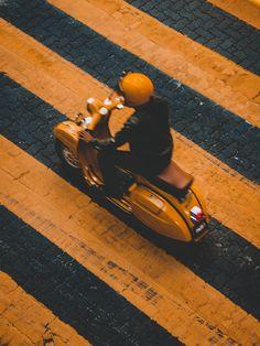 No Vespa: lo scooter italiano più amato Vespa Scooters, Vespa Lambretta, Motor Scooters, Mobility Scooters, Piaggio Vespa, Vespa Vintage, Motos Vintage, Service Auto, Car Repair Service