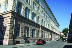 Construit intre anii 1855–1860, ca o copie fidela dupa Palazzo Strozzi din Florenta, Palatul Dicasterial a fost destinat Parlamentului Voivodinei Sarbe si Banatului Timisan. Este considerata cea mai mare cladire din oras, avand patru nivele, trei curti interioare, 273 de camere, 34 de bucatarii, 20 de camari, 65 de pivnite, 27 de depozite, 34 de camere pentru servitori.