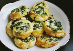 Blätterteig-Spinat-Schnecken Puff pastry-spinach snails, a delicious recipe from the category finger food. Grilling Recipes, Veggie Recipes, Cooking Recipes, Snacks Recipes, Pizza Recipes, Cake Recipes, Party Finger Foods, Party Snacks, Snacks Diy