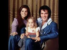 Elvis Presley: Elvis was married only once, to Priscilla Presley and together they had one daughter, Lisa Marie Presley. Lisa Marie has gone on to pursue her own career in music. Lisa Marie Presley, Elvis E Priscilla, Elvis Presley Biography, Elvis Presley Family, Elvis Presley Photos, Priscilla Presley Plastic Surgery, Hollywood, Graceland, Paul Mccartney
