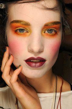 http://www.eyeshadowlipstick.com/wp-content/uploads/2012/05/Backstage-Vivienne-Westwood-fashion-show-Spring-Summer-2012-2.jpg