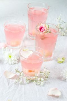 cocktail au litchi, prosecco et eau de rose
