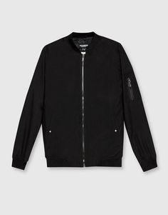 Куртка-бомбер базовая с внутренним принтом - Куртки И Пиджаки - Одежда - Для Мужчин - PULL&BEAR Российская Федерация