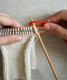 Bind Off technique as shown by Purl Bee. Casting Off Knitting, Knitting Help, Lace Knitting, Knitting Stitches, Knitting Needles, Knit Crochet, Knitting Basics, 3 Needle Bind Off, Stitch Patterns