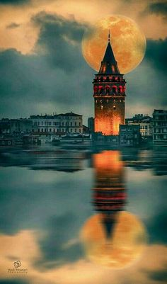 The best restaurant in Istanbul - Background Soho House Istanbul, Istanbul City, Istanbul Travel, Wonderful Places, Beautiful Places, Beautiful Moon, Turkey Travel, Galaxy Wallpaper, Nice View