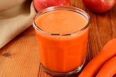 Tratamento caseiro para Tosse Ingredientes 1 cenoura de tamanho médio Modo de preparo Ralar a cenoura e colocá-la em um copo dentro da geladeira. Após alguns minutos, a cenoura irá largar um suco próprio. Coe e dê este suco à criança, misturado com a mesma quantidade de mel, várias vezes ao dia. A cenoura contém altas doses de vitamina C e é antitússica, o que contribui para diminuir as crises de tosse na criança. Este é um excelente remédio caseiro para tosse nas crianças porque, alé