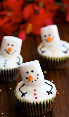 18 Adorable Christmas Cupcakes That Are (Almost) Too Sweet to Eat