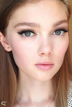 Backstage Beauty: Lily Pulitzer Resort 2016, 1960s retro makeup with dramatic cat-eye + bold lashes
