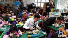 nice 禽流感疫情延燒 林聰賢籲勿恐慌蛋肉熟食就不怕   農委會主委林聰賢視察營養午餐4章1Q新政&#31574... http://taiwanese.moe/archives/613210 Check more at http://taiwanese.moe/archives/613210