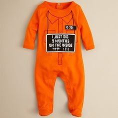 Infant 9 Month Inside Footie http://www.design-miss.com/infant-9-month-inside-footie/ Sara Kety ha realizzato una tuta per neonati appena evasi dopo 9 mesi di prigionia forzata, ovviamentecolor arancio come quella dei veri detenuti. Acquistabile qui.