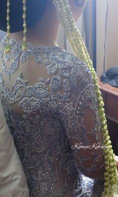 Indonesian Wedding, Model Kebaya, Brokat, Traditional Clothes, Salwar Suits, Pretty Dresses, Embroidery, Beads, Detail