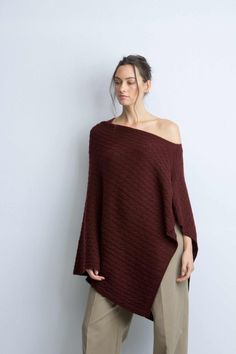 b004c0ee5e9 Cashmere Cable Port Knitted Poncho Poncho Tricoté