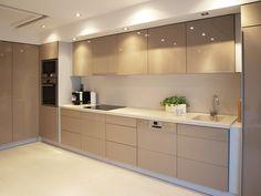 Tan Kitchen, Condo Kitchen, Kitchen Cabinets, Florida House Plans, Florida Home, Kitchen Furniture, Furniture Design, Modern Kitchen Design, Luxurious Bedrooms