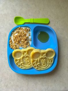 Mickey Mouse waffles, yogurt and granola, butter flavored syrup. Toddler meals, 3 year old food. Toddler Menu, Toddler Plates, Healthy Toddler Meals, Toddler Lunches, Toddler Food, Baby Meal Plan, Yogurt And Granola, Mickey Mouse, Kids Menu