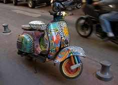 What a cool paint job on this Vespa!
