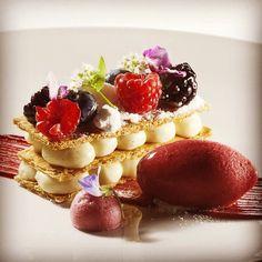 Coconut Napoleon raspberry sorbet by Antonio Bachour Impressive Desserts, Beautiful Desserts, Easy Desserts, Delicious Desserts, Dessert Simple, Napoleon Dessert, Russian Honey Cake, Patisserie Fine, Dessert Presentation