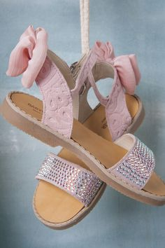 Flower Girl Shoes, Baby Girl Shoes, Kid Shoes, Girls Shoes, Shoe Boots, Little Girl Outfits, Toddler Outfits, Kids Outfits, Kids Sandals