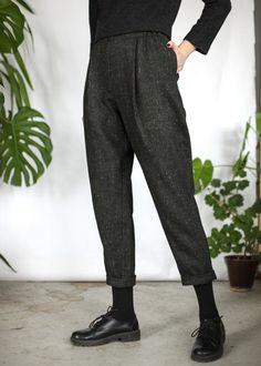 Темно-серые зауженные брюки из шерсти в мелкую клетку