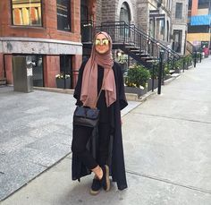 long black cardigan hijab chic- Hijab fashion and Muslim style www. Arab Fashion, Muslim Fashion, Modest Fashion, Fashion Outfits, Hijab Style, Hijab Chic, Black Hijab, Modele Hijab, Hijab Fashion Inspiration