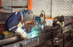 Up to 30 per cent of the welding workforce in Canada is set to retire within the next ten years, that according to a spokesperson for the CWB Welding Foundation. Welding Careers, Welding Technology, Welding Jobs, Robotic Welding, Metal Welding, Welding Courses, Mobile Welding, Welding Trailer, Stem Careers
