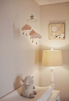 Get inspired to create an unique bedroom for kids with these decorations and furnishings inspired by clouds textures and shades. Discover more at circu.net.