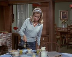Bewitched with Classic TV: Bewitched The Short Happy . Bewitched Tv Show, Bewitched Elizabeth Montgomery, Erin Murphy, Agnes Moorehead, Old Shows, Classic Tv, Style Icons, Retro Fashion, Favorite Tv Shows
