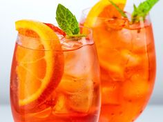 Aperol recipes: The best summer drinks with Aperol - Forget Aperol Spritz! We have four new summer drink recipes for you with Aperol! Now on ELLE. Aperol Drinks, Cocktail Drinks, Cocktail Recipes, Summer Drink Recipes, Summer Cocktails, Jungle Juice, Ginger Beer, Morning Food, Gourmet