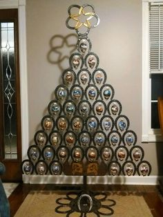 Absolutely love this horse shoe made Christmas tree from Jean Bowling on Facebook.