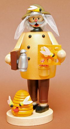 Beekeeper Nutcracker love this figure,so authentic. Nutcracker Sweet, Nutcracker Christmas, Christmas Holidays, Christmas Decorations, Christmas Ornaments, German Christmas Pyramid, Hives And Honey, Bee Creative, Bee Skep