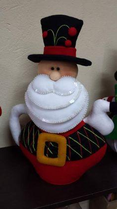 tetera santa Christmas Sewing, Christmas Fabric, Christmas Ornaments, Dibujos Baby Shower, Craft Kits, Fabric Decor, Gourds, Puppets, Santa