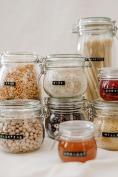 How to stock the pantry - from shelf-stable, non-perishable canned food and grains, to refrigerator and freezer items. For quick and easy meals! Healthy Snacks Before Bed, Lentil Salad Recipes, Good Vibe, Food Staples, Foodblogger, Food Waste, Food Packaging, Family Meals, Real Food Recipes