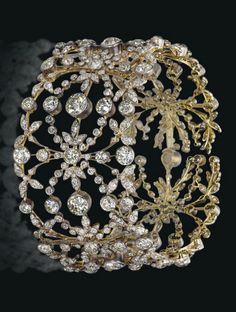 A 19TH CENTURY DIAMOND CHOKER NECKLACE.