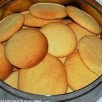 Portuguese Loures Region Cookies Recipe - Portuguese Recipes - Food Recipes from Portugal Portuguese Desserts, Portuguese Recipes, Portuguese Food, Muffin Recipes, Cookie Recipes, Snack Recipes, Oil Biscuits Recipe, Almond Meal Cookies, Chocolate Banana Muffins