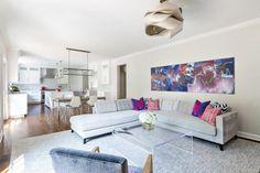 hellgrau und Weiß im offenen Wohnbereich