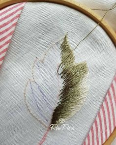 Embroidery Statin Stitch Executando a folha serrilhada Embroidery Leaf, Hand Embroidery Flowers, Japanese Embroidery, Hand Embroidery Stitches, Silk Ribbon Embroidery, Hand Embroidery Designs, Embroidery Techniques, Cross Stitch Embroidery, Machine Embroidery