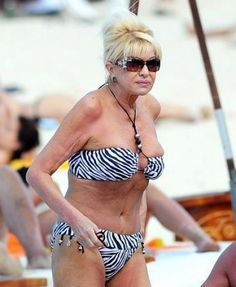 Ivana Trump: Worst After a certain age, one should opt for bathing suits with more fabric. Older Women Fashion, Sexy Older Women, Old Women, Worst Celebrities, Celebs, Donald Trump Family, Trump Picture, Ivana Trump, Celebrity Caricatures
