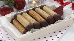 "Every time I see ""kransekakestenger"" on a cookie plate, my mouth instantly starts to water. These soft, chewy and flavor packed concoctions contain only three ingredients but taste so … Norwegian Food, Norwegian Recipes, Scandinavian Food, Food Articles, Chocolate Lovers, Dessert Recipes, Desserts, Finger Foods, Bakery"