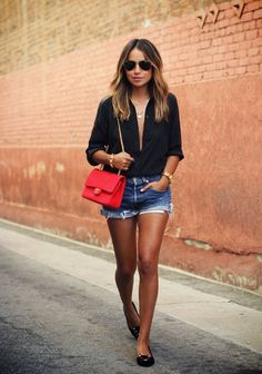 Casual look | Denim shorts, flats and black blouse