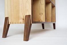Wooden Furniture, Furniture Projects, Furniture Making, Cool Furniture, Wood Projects, Woodworking Projects, Furniture Design, Cd Storage, Vinyl Record Storage