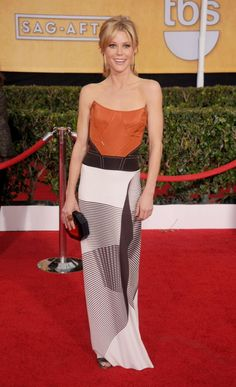 """""""Modern Family"""" actress Julie Bowen wore an orange, brown and white dress with an unusual print."""