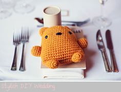 Crochet animals for wedding favours! Not only do I love the idea, this best is adorable