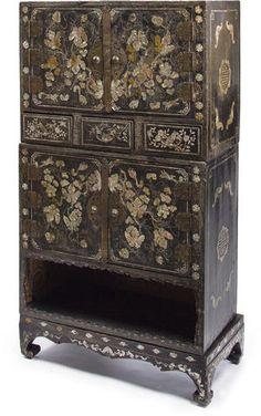 A Korean Black Lacquered Wood Cabinet inlaid with mother of pearl Joseon Dynasty, late century Asian Furniture, Chinese Furniture, Oriental Furniture, My Furniture, Korean Art, Asian Art, Korean Traditional, Jewellery Boxes, Cabinet Styles