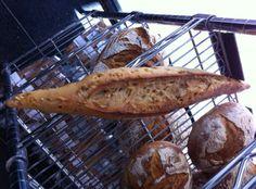 Kamut de taronja en Barcelona.  Pan dulce con trocitos de naranja por Felipe Valadares, Arquitecto en MACBA  http://www.onfan.com/es/especialidades/barcelona/cruixent/kamut-de-taronja?utm_source=pinterest&utm_medium=web&utm_campaign=referal