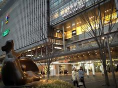 """Hakata Station to see """"Mother and Child"""" by Henry Moore 17.feb.2013"""